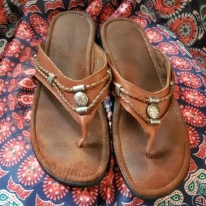 Leather Minnetonka flop flop sandals size 9 1/2